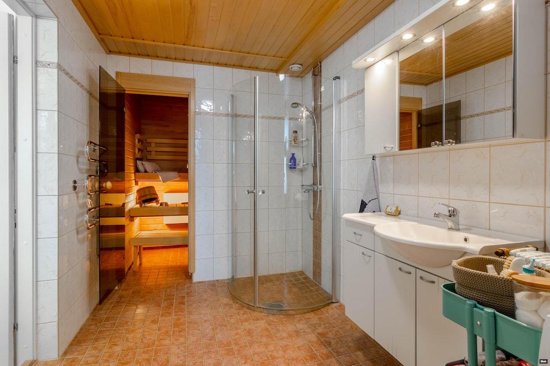 Kuukausikuja 3 D 19 Kylpyhuone & Sauna & Erillinen WC