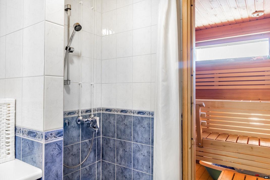 Leilikuja 3 A 4 Kylpyhuone & Erillinen WC