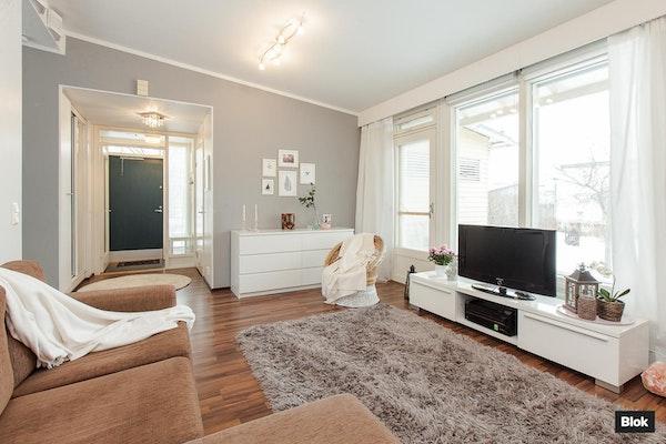 Moderni, yksitasoinen paritalo Espoossa - Emännänpiha 1 A A