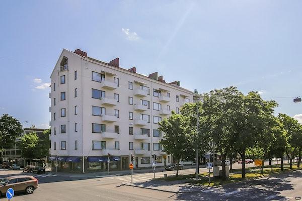 Ihastuttava ylimmän kerroksen kolmio - Härlig trea på översta våningen - Kauppapuistikko 35 B