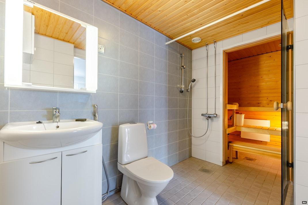 Radansivunkatu 10 A1 Kylpyhuone