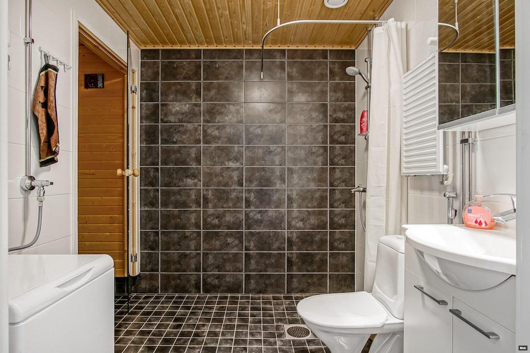 Kauppalinnankatu 1 H 80 Kylpyhuone & Sauna