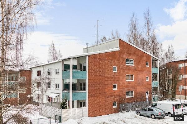 Valoisa kaksio Helsingin Malminkartanossa - Rukkilantie 2  E 31