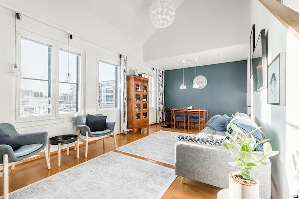 Uniikki kahden kerroksen asunto kauniissa klassisesti suunnitellussa talossa Klaukkalassa - Viirintie 6  A 7