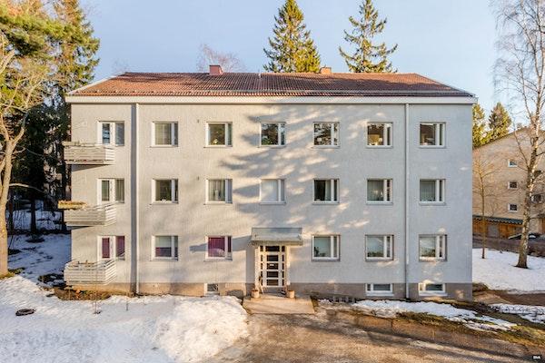 Ylimmän kerroksen huoneisto hyvillä kulkuyhteyksillä - Maskuntie 7 A 11