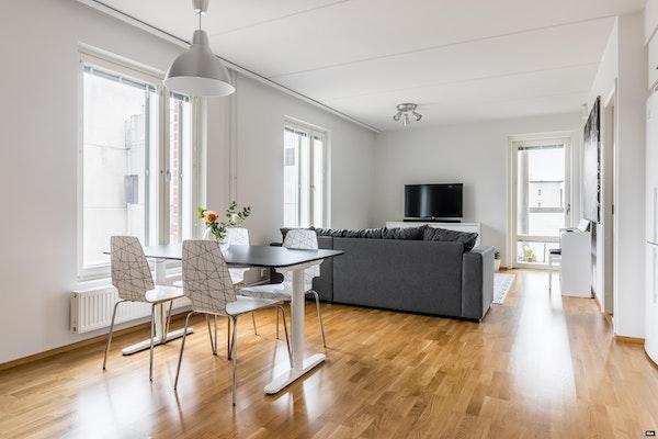 Tilava kolmen makuuhuoneen koti 2015 valmistuneessa talossa Iirislahdessa - Matinpuronkuja 2