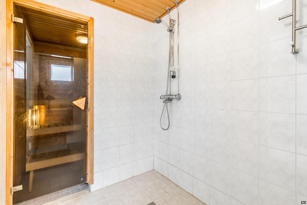 Halkivahantie 1 A 2 Kylpyhuoneet & Sauna & Erillinen WC