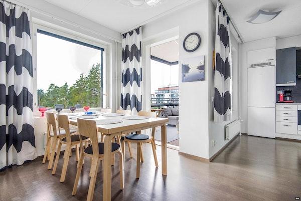 2012 valmistunut viidennen kerroksen kulmakaksio Aurinkolahdessa - Aurinkotuulenkatu 16  A 19