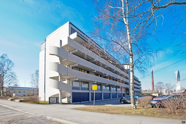 Kahden ylimmän kerroksen tilava kerrostaloasunto merinäkymällä Vaasan keskustassa - Koulukatu 3-5  B 34