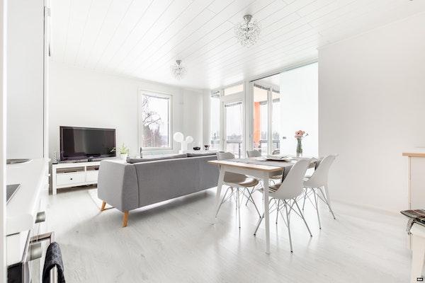 Kaunis ja valoisa parvekkeellinen kolmio 2015 valmistuneessa talossa Söderkullassa - Graniittitie 6  A 23