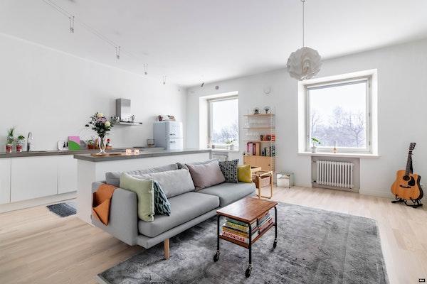 Upeasti remontoitu avara kolmio Taka-Töölössä - Runeberginkatu 60