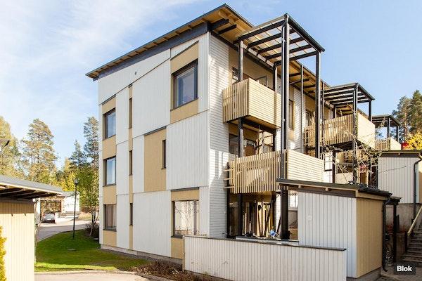 Kolmen kerroksen modernia rivitaloasumista Vuosaaressa - Omenamäenkatu 12 D 10 12 d 10