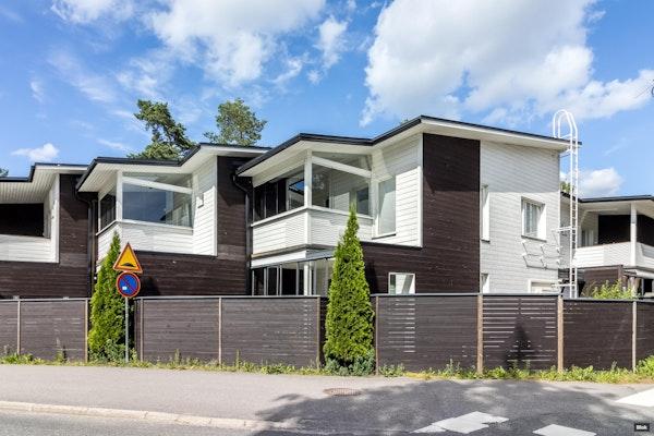 Upea, uudenveroinen kahden kerroksen rivitalokoti Hiekkaharjussa - Talkootie 13  D