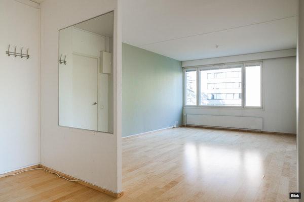 Kolmen huoneen lasitetulla parvekkeella varustettu asunto putkiremontoidussa yhtiössä Suikkilassa - Talinkorventie 11  A 2