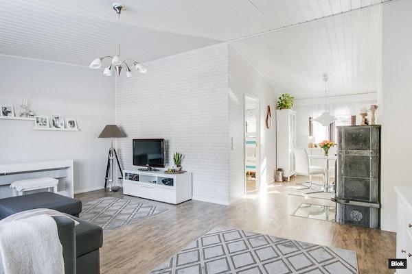 Valoisa asunto käytännöllisellä pohjalla - Tähkäniitynkatu 6  C