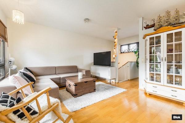 Tilava ja valoisa koti Moikoisten pien- ja rivitaloalueella - Pitkäsalmenkatu 5e 22