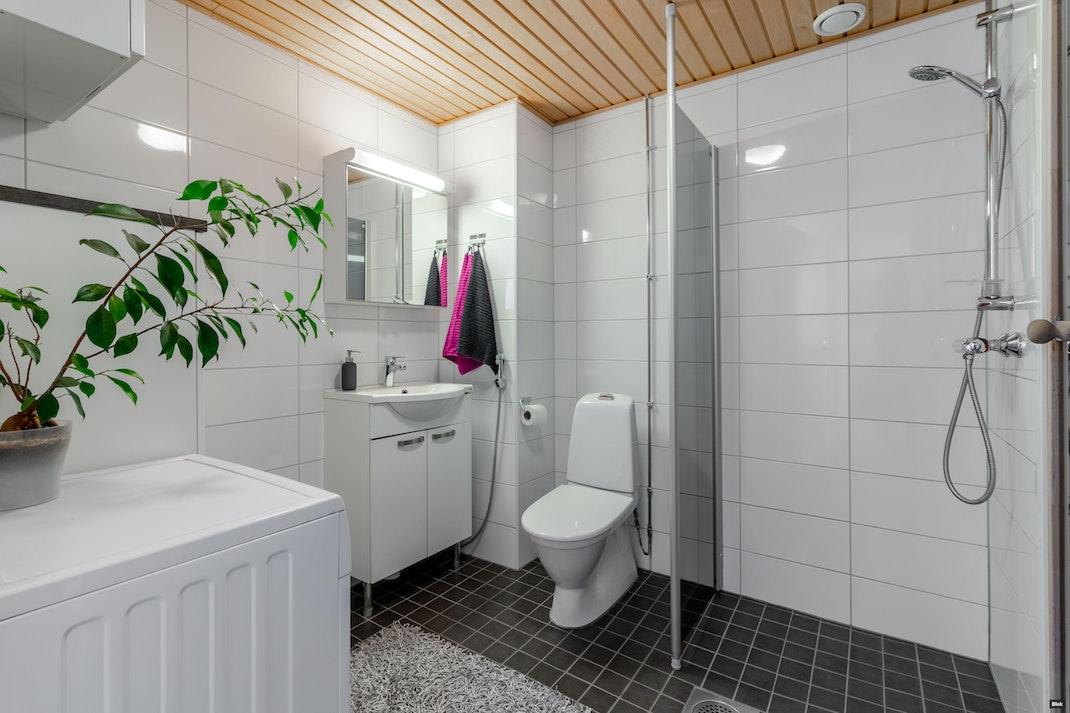 Mansikka-ahontie 4 Kylpyhuone & Sauna