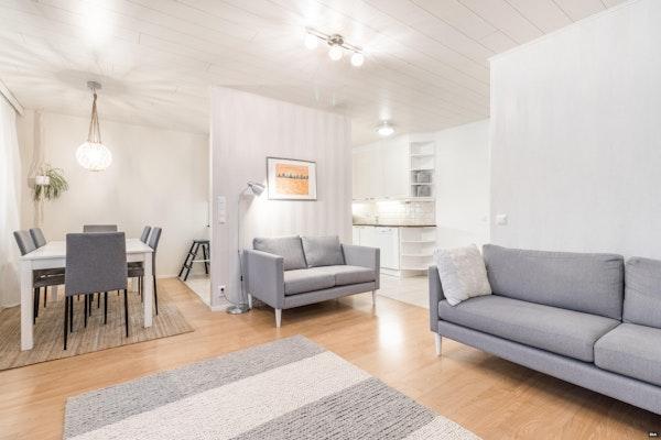 Yksitasoinen kolmen makuuhuoneen koti 2002 valmistuneessa rivitalossa Isokydössä - Hämeentie 16 a  A 2