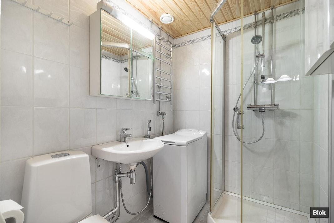 Eräkuja 4 C 51 Kylpyhuone