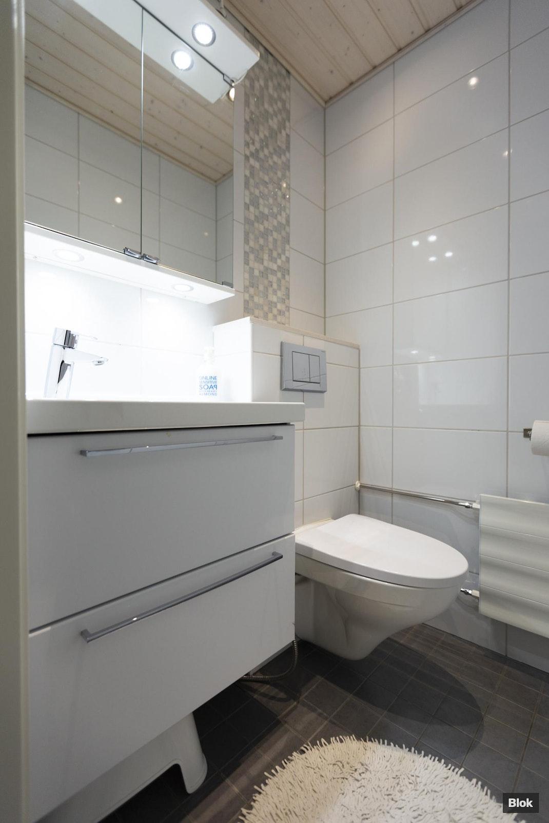 Satukuja 1 H 43 Kylpyhuone & Erillinen WC
