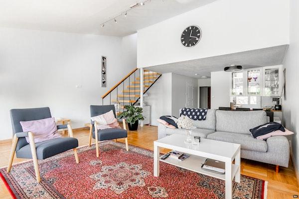 Ihastuttava 50-luvun kahden kerroksen rivitaloasunto Haukilahdessa - Telamäentie 3 H