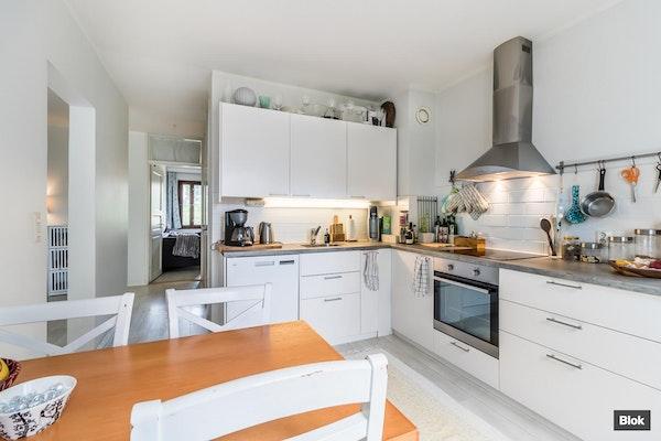 Ylimmän kerroksen kaunis asunto Pohjois-Haagassa - Teuvo Pakkalan tie 12 C 56 C 56