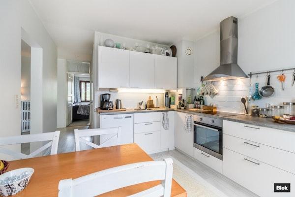 Ylimmän kerroksen kaunis asunto Pohjois-Haagassa - Teuvo Pakkalan tie 12  C 56
