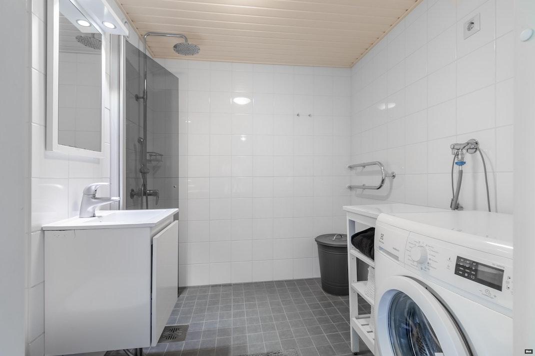 Orvokkitie 19 A 1 Kylpyhuone