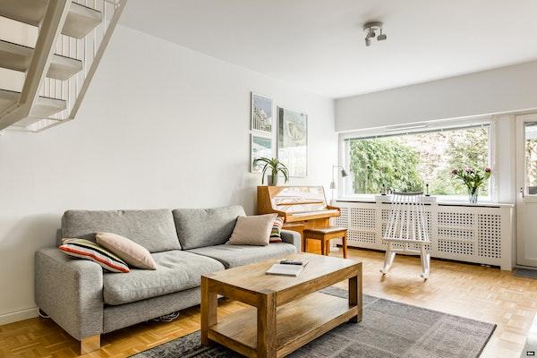 Ihastuttava kahden kerroksen asunto, putkiremontoidussa 60-luvun talossa Pihlajamäessä - Maasälvänpolku 3