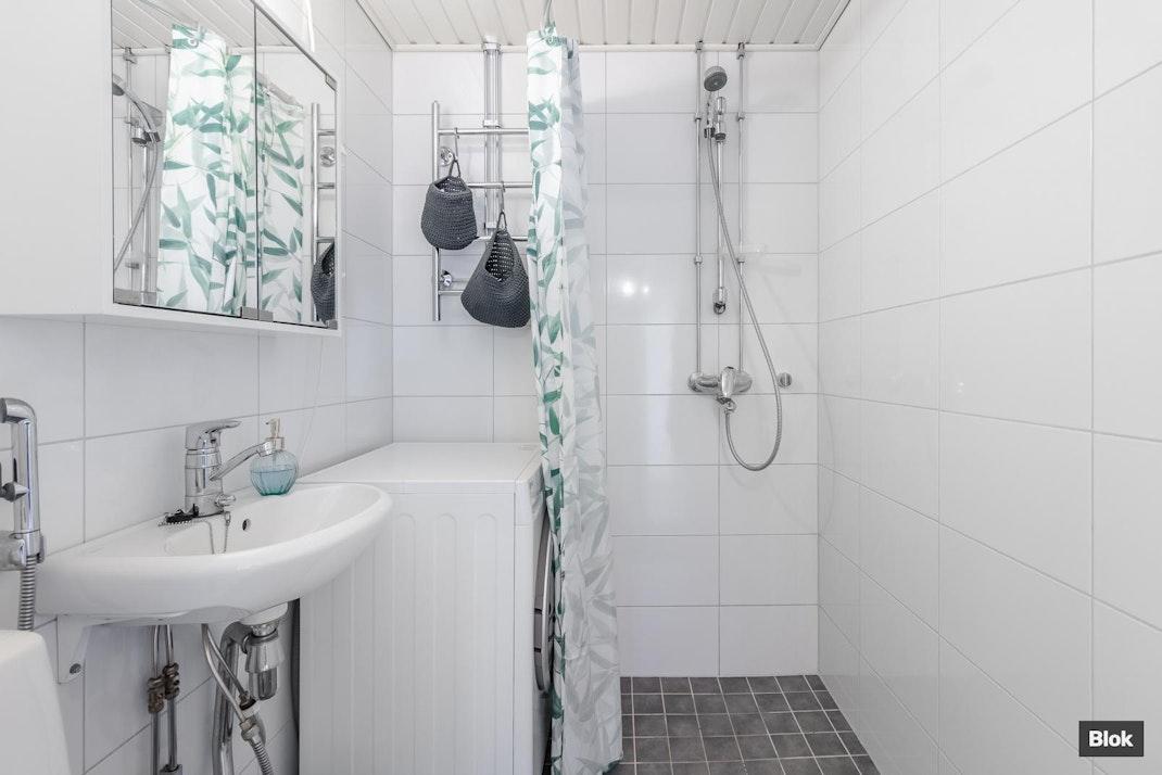 Eräkuja 6 G 91 Kylpyhuone
