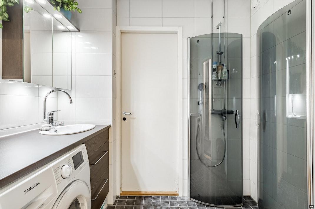 Jönsaksenpolku 4 H 101 Kylpyhuone & Erillinen WC