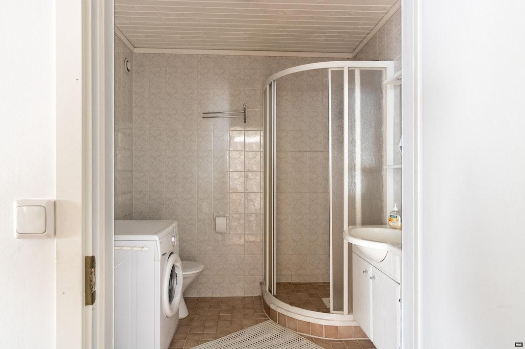 Harjuviita 2 B 20 Kylpyhuone & Erillinen WC