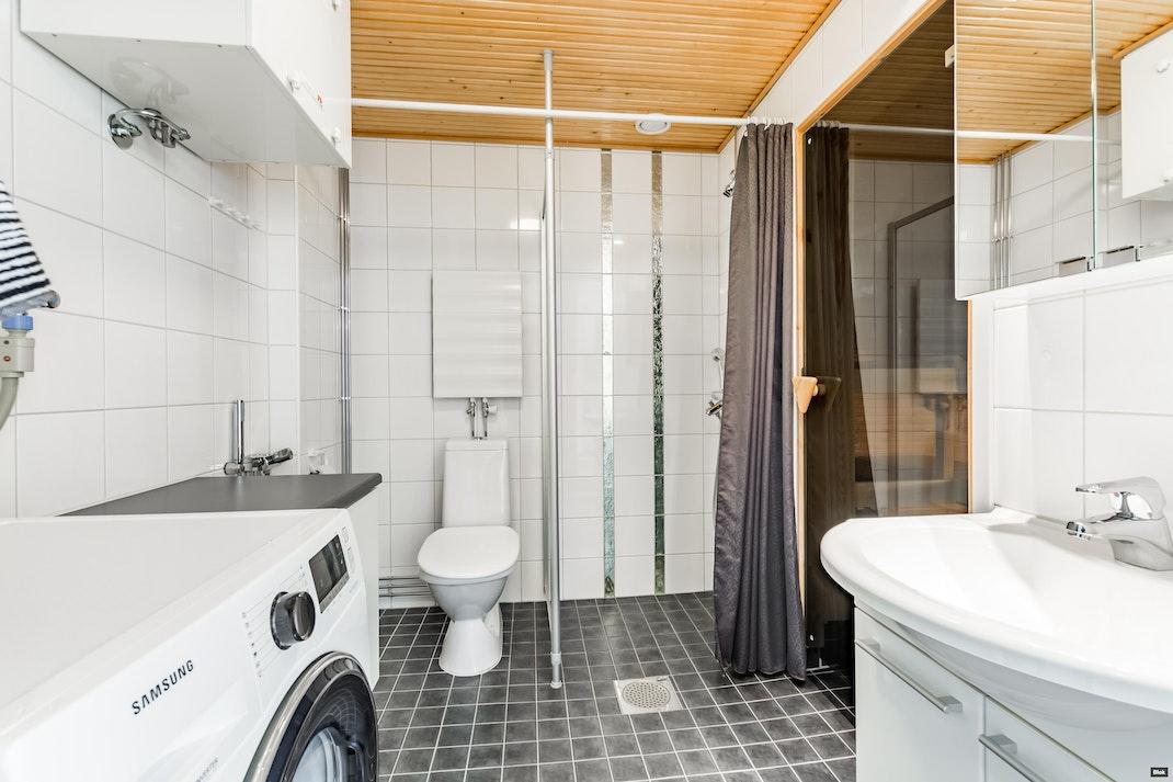 Malmiportti 6 D 43 Kylpyhuone & Sauna
