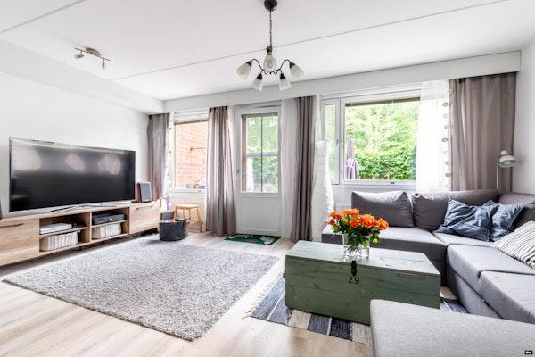 Hienosti kunnostettu kaksikerroksinen, neljän huoneen rivitalokoti Söderkullassa - Söderkullan tori 4  D 25