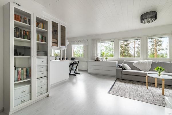 Elegantti kahden kerroksen perheasunto tilavalla terassilla Nummelassa - Pietiläntie 8  G 20