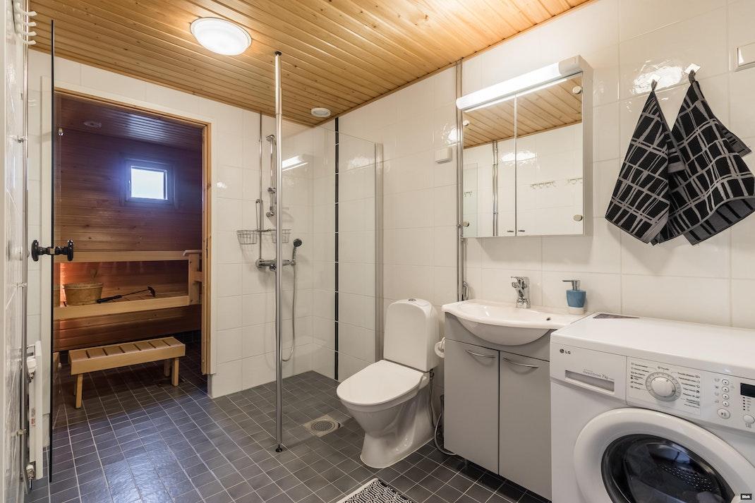 Hallainvuorentie 15 A 4 Kylpyhuone & Sauna & Erillinen WC