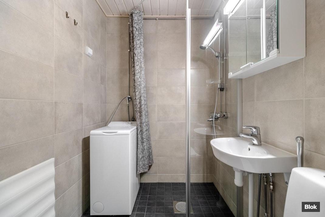 Sipoontie 30-32 A 2 Kylpyhuone