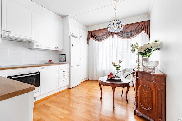 Ihanan avara ja valoisa kerrostalokolmio omalla terassilla v. 2012 valmistuneessa talossa Nummelassa - Huhtatie 6 B