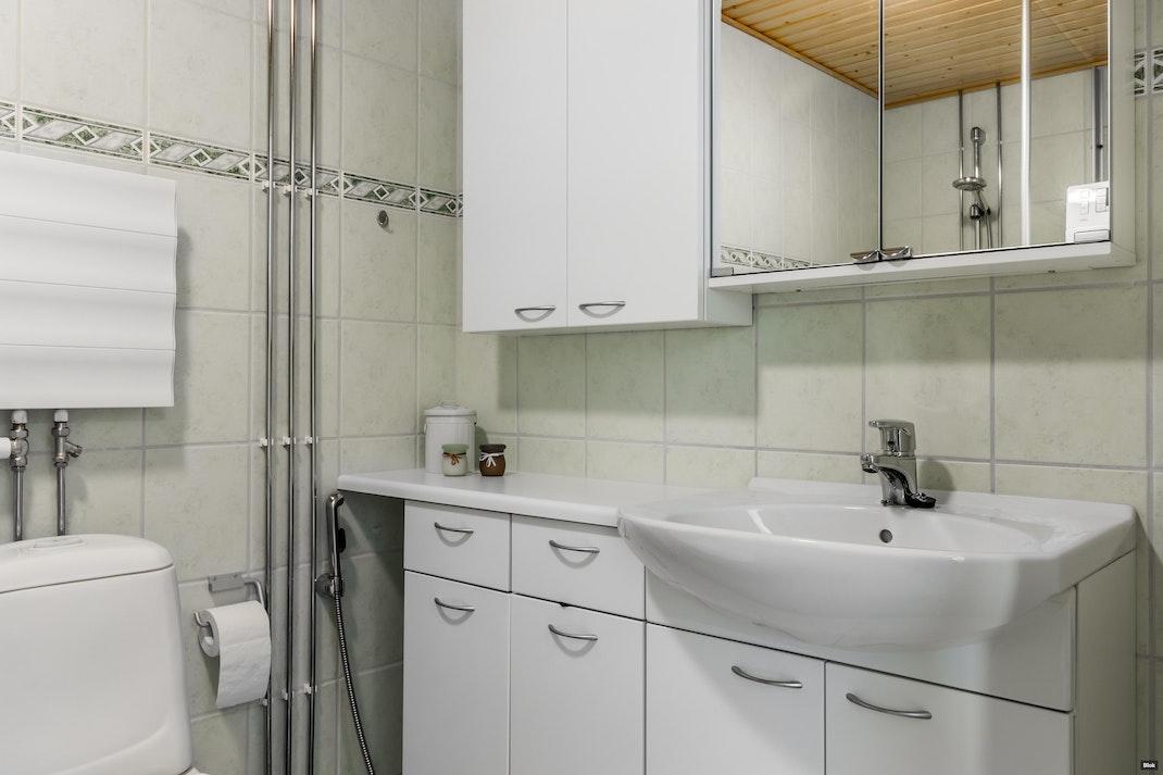 Tilkankatu 16 B 61 Kylpyhuone