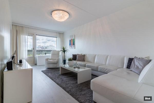 Ylimmän kerroksen vaaleasävyinen huoneisto - Välppätie 6 B 65 65