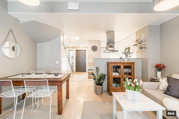 Kaksikerroksinen kolmio vuonna 2017 valmistuneesta talosta - Friisinmäentie 19 A 3 A 3