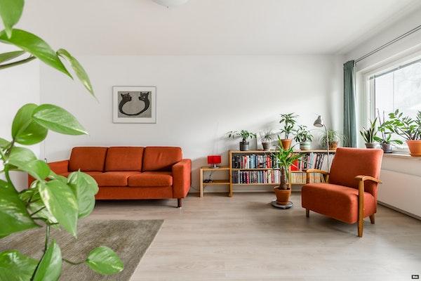 Viihtyisä parvekkeellinen kolmio putkiremontoidussa 60-luvun talossa Rantaperkiössä - Härmälänkatu 7  B 15