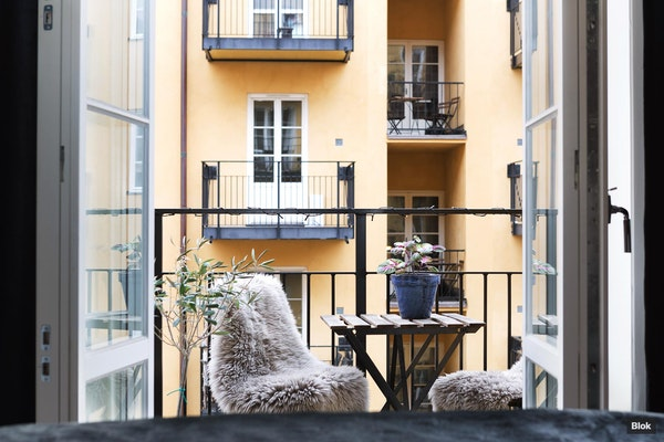 Rofylld minitvåa med jag-vill-aldrig-gå-in-balkong - Hornsgatan 90, 4 tr 1406
