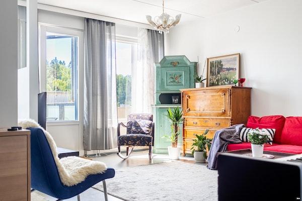 Oulunkylässä kahden ylimmän kerroksen huoneisto, jossa parveke ja kattoterassi - Tulvaniitynpolku 5  B 46