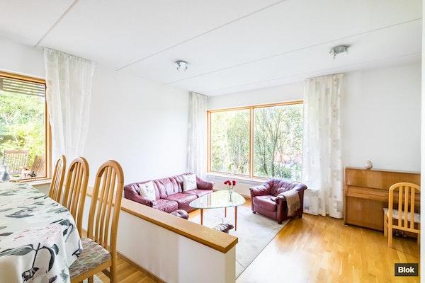 Valossa kylpevä koti hyvin hoidetussa yhtiössä - Klovinrinne 16 G