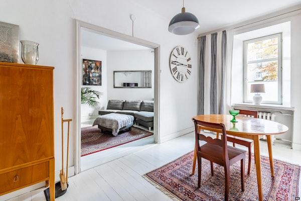 Ihastuttava kolmio kauniissa punatiilisessä 20-luvun talossa Etu-Töölössä - Temppelikatu 17  C 46