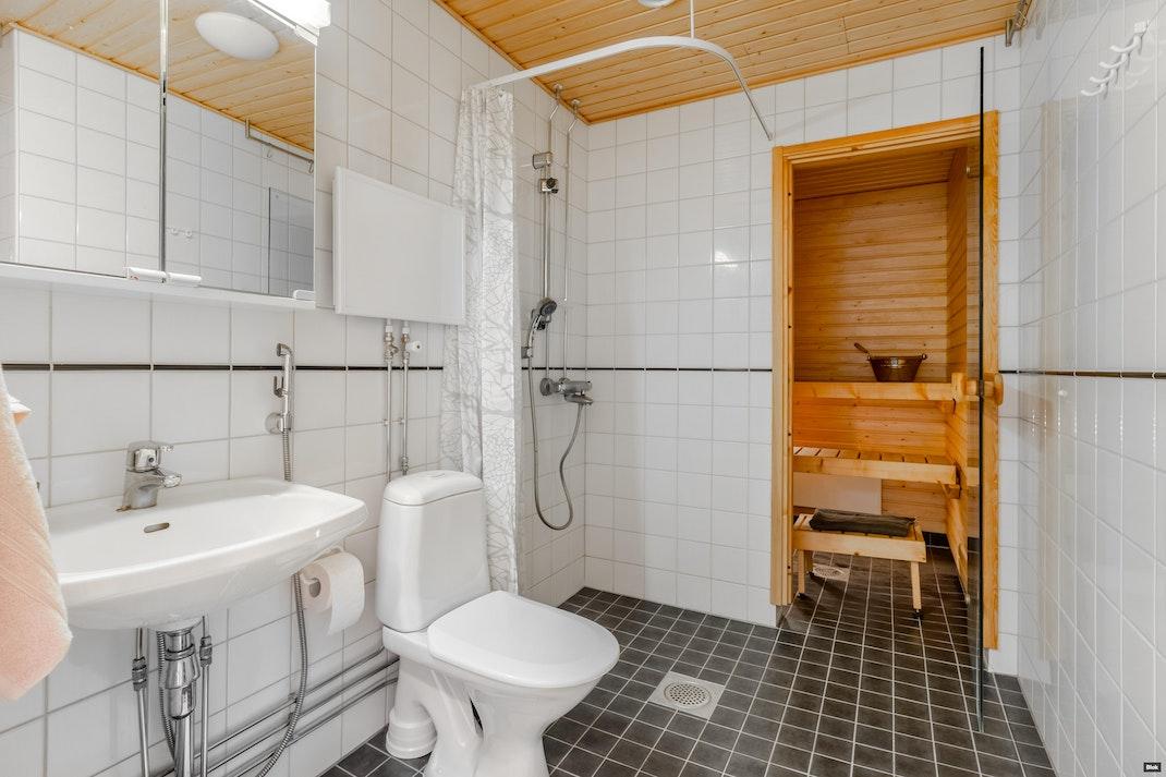 Ruotsintie 5 B 18 Kylpyhuone & Sauna