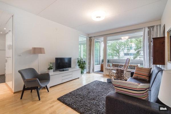 Upean valoisa läpitalon koti Pohjois-Tapiolassa - Louhentie 13 F 45