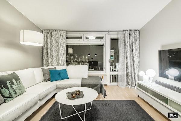 Ihastuttava kahden kerroksen asunto puurivitalossa Pihlajamäessä - Marmoritie 14  G 32