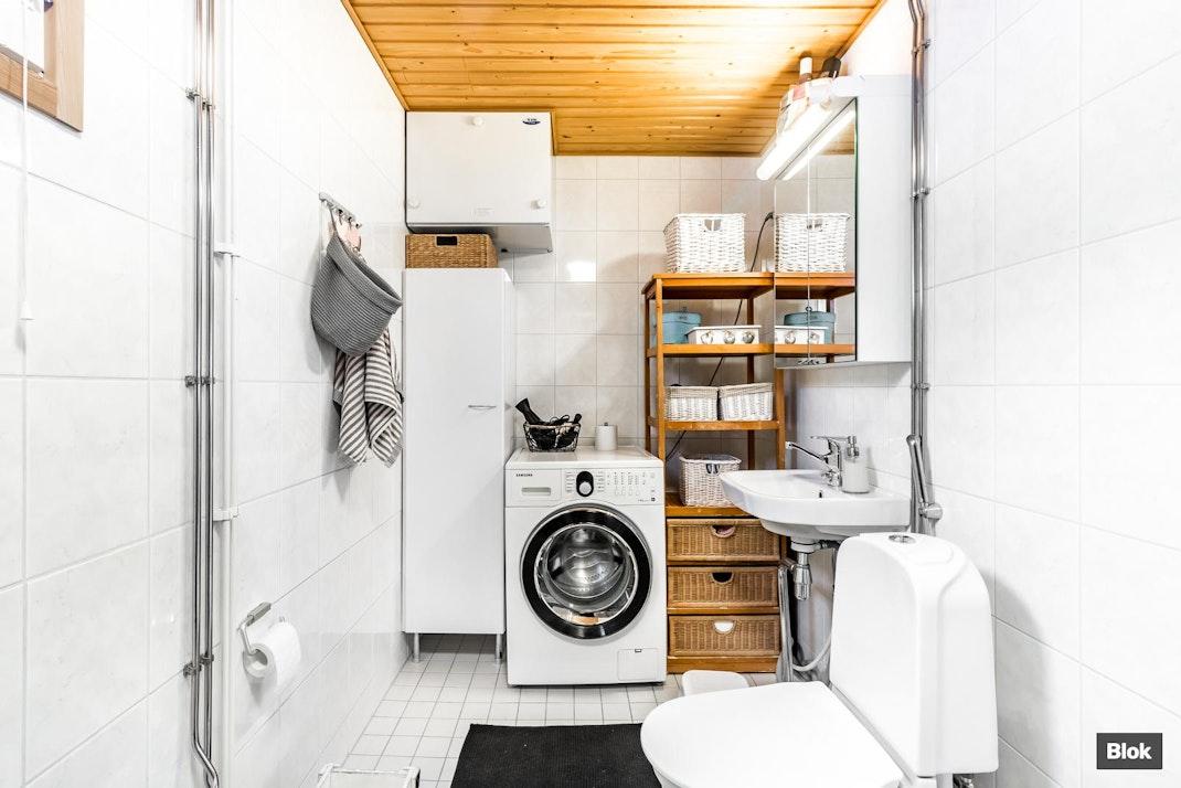 Pitkäniityntie 7 B 5 Kylpyhuone & Sauna & Erillinen WC